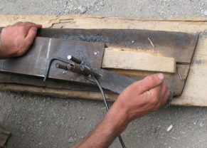 The use of jigs for cutting and welding is often new for metal workers. However, the usage of jigs enable a precise cutting, benching, and welding of metal and save working time.